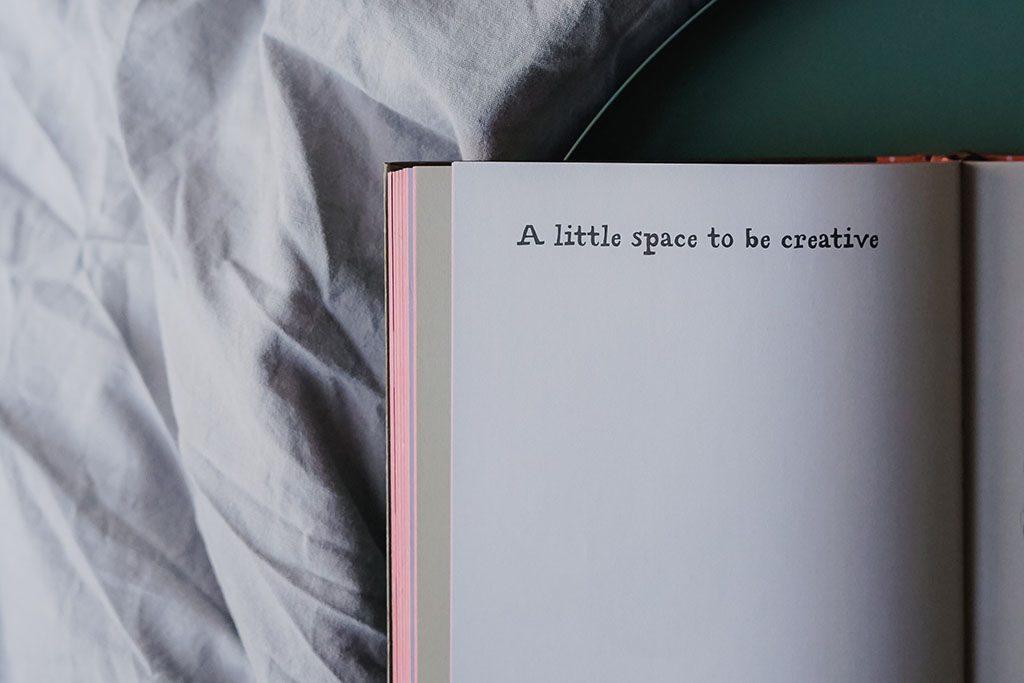 Read more about the article Über Kreativität und die Sucht, aufs Handy zu schauen + 3 Wallpaper