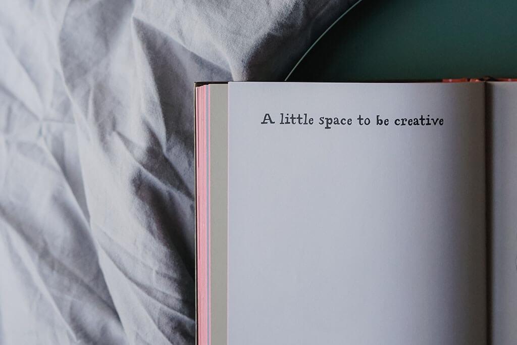 Über Kreativität und die Sucht, aufs Handy zu schauen + 3 Wallpaper